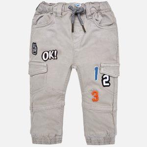 Mayoral Spodnie jogger fit z naszywkami dla chłopca